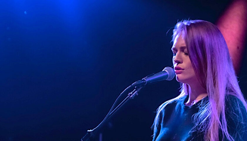 Freya Ridings Live