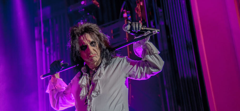 30 Photos of Alice Cooper Live at Genesee Theatre [GALLERY] 1