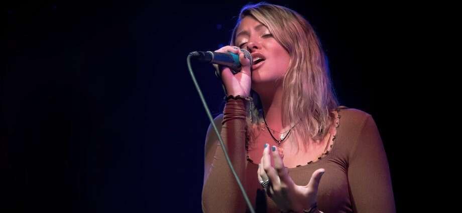 Annie O'Malley Live at Schubas [GALLERY] 1