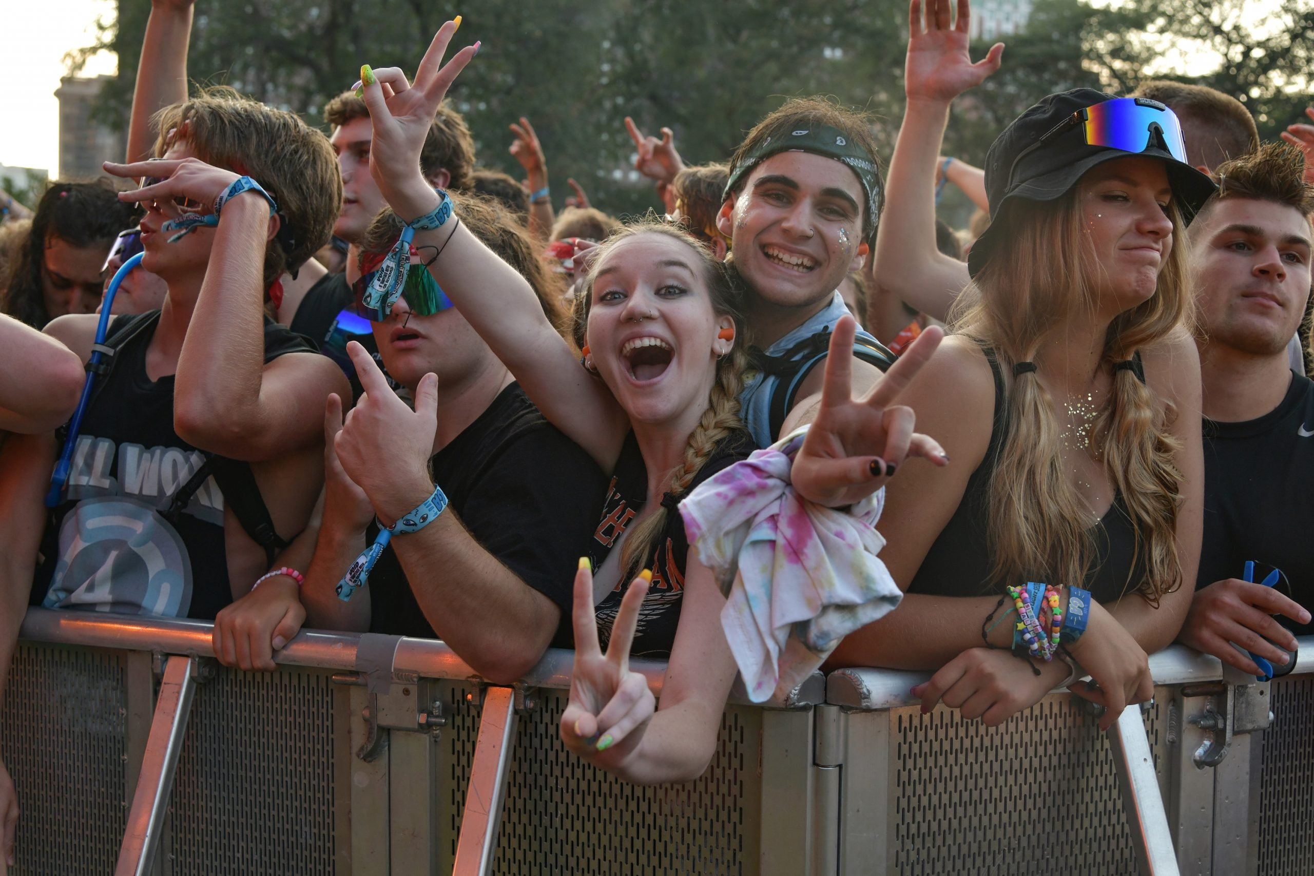 Miley Cyrus Puts The Icing On The Cake To A Great First Day Of Lollapalooza 8