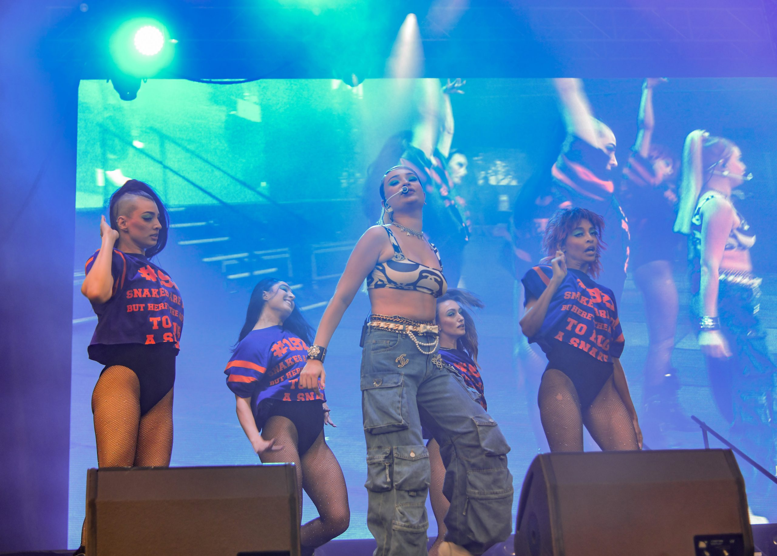 Miley Cyrus Puts The Icing On The Cake To A Great First Day Of Lollapalooza 9