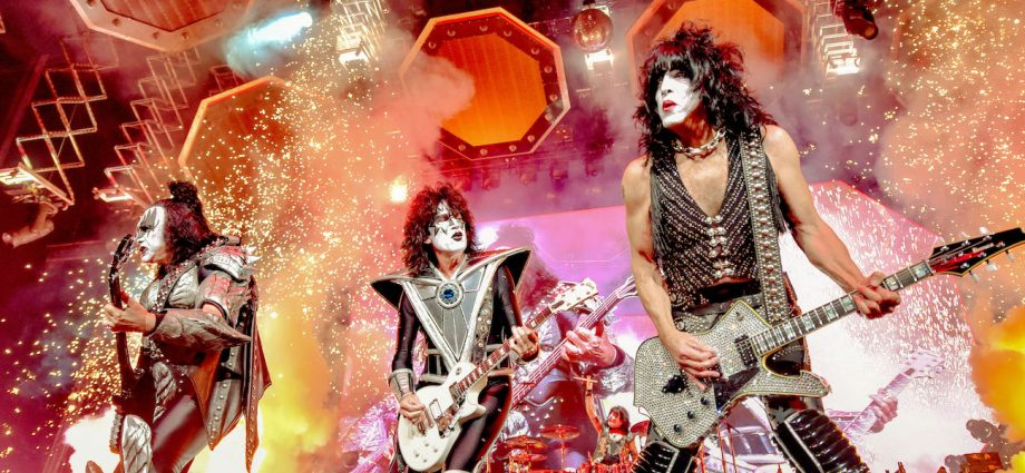 KISS Concert Exceeds All Expectations In Final Chicago Performance [REVIEW] 1